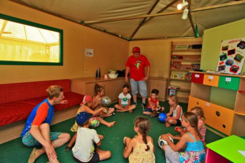 Intérieur club animation pour enfants.