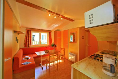 Mobil Home O'hara 4,6 personnes, salon et cuisine.