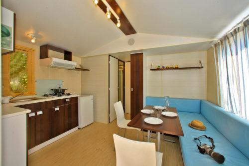Mobil Home O'hara Confort, salon et cuisine.