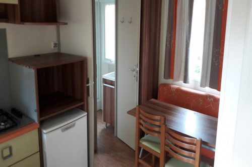 Mobil Home Super Venus, salon et cuisine.